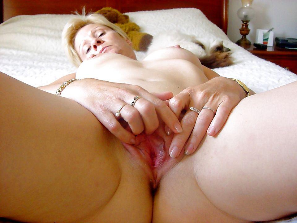 Wie wil me een keer neuken?